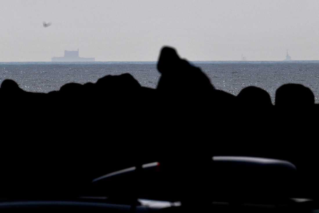 Här passerar kärnkraftverket Kåseberga utanför sydskånska kusten.