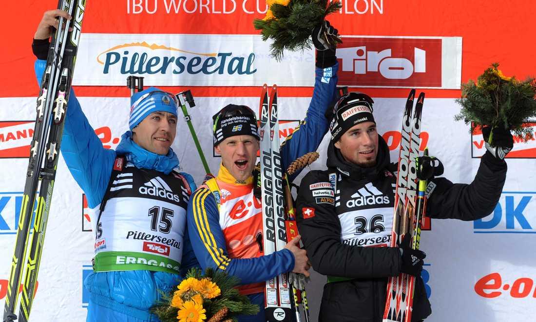Segervrål 2011 Carl Johan Bergman jublar på podiet med ryssen Andrej Makovejev och trean Benjamin Weger från Schweiz.