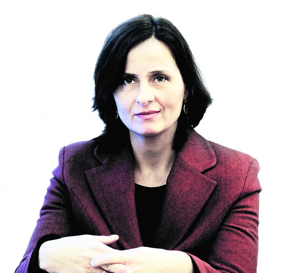 Susanna Alakoski är född i Finland 1962 men uppvuxen i Skåne.