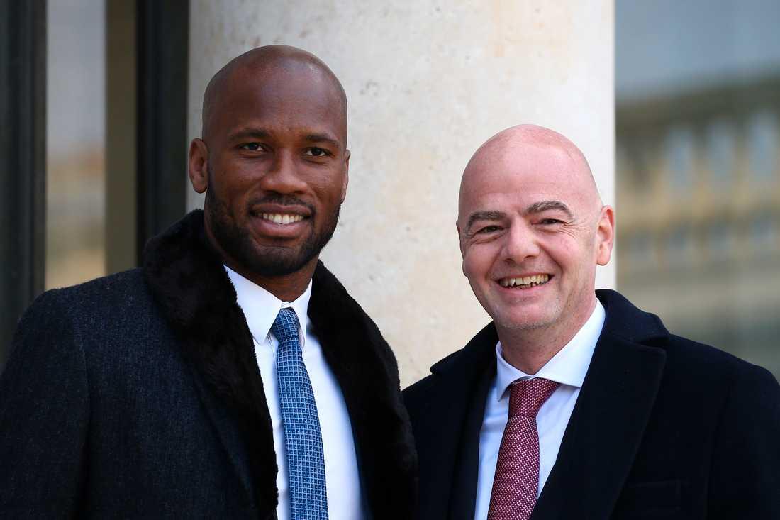Didier Drogba och Fifa-ordföranden Gianni Infantino.