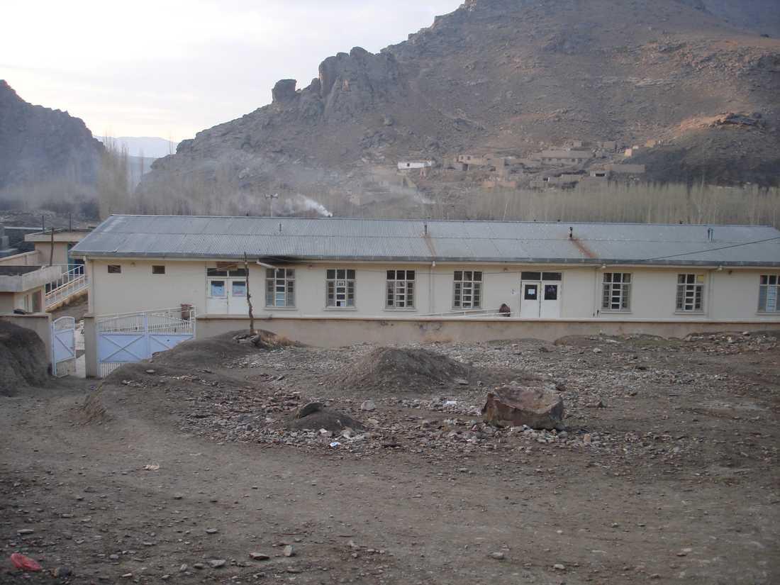 Kliniken i Tangi Sidan, i den afghanska provinsen Wardak, fotograferade före attacken.