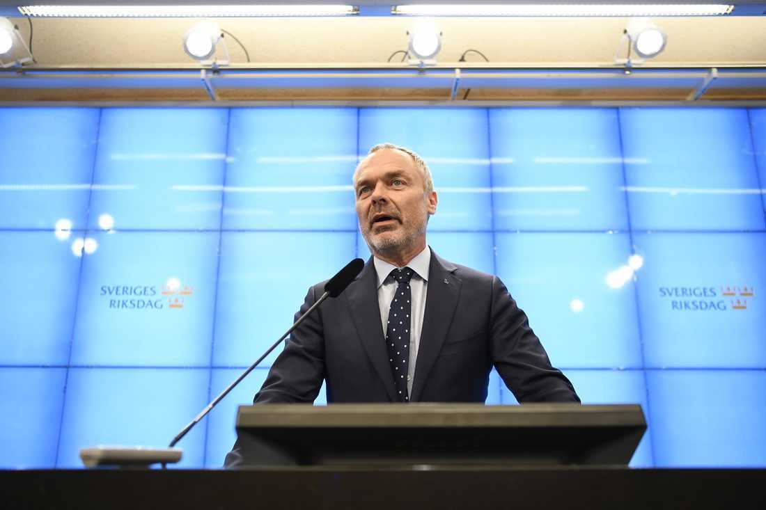 Liberalernas partiledare Jan Björklund är redo att släppa fram en S-ledd regering – om den accepterar en rad krav.