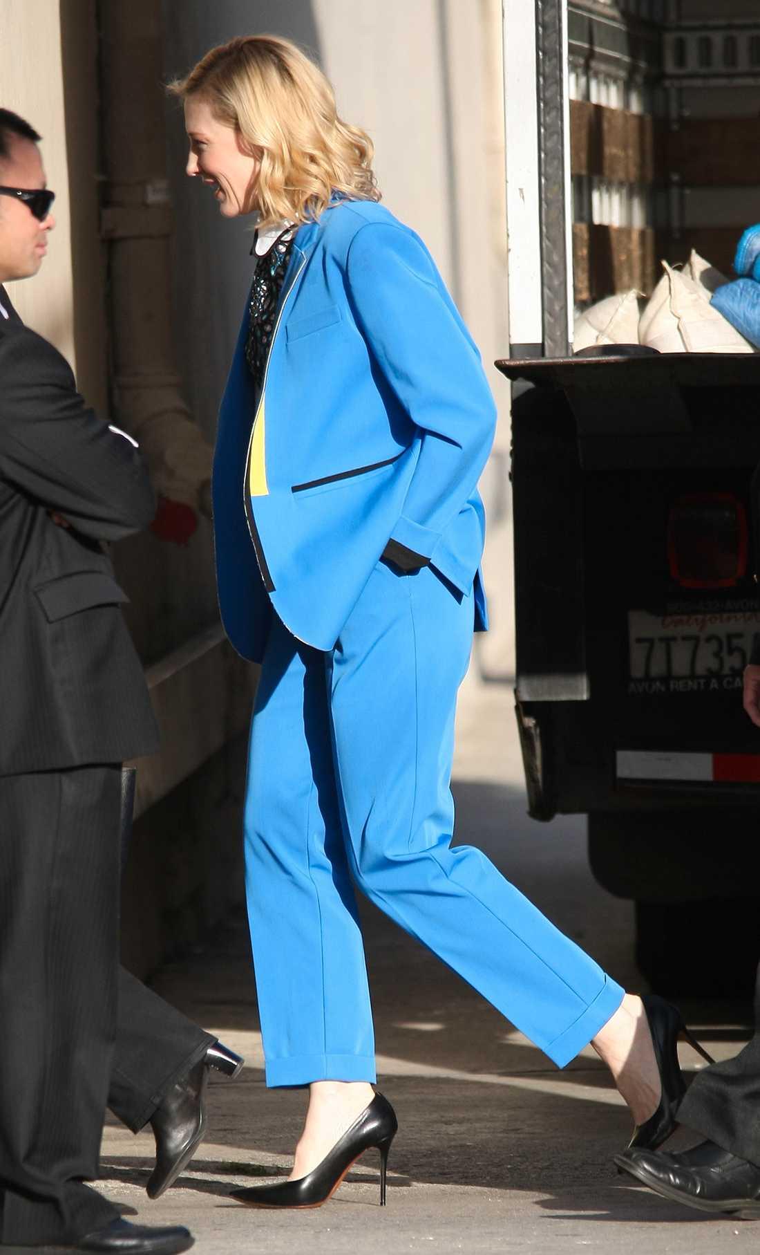 Cate Blanchett Cate valde en härligt färgglad kostym i avslappnad passform. Supersnyggt tycker vi!