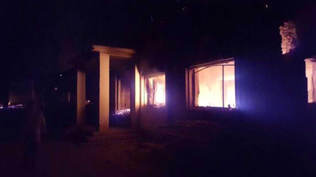 Sjukhusbyggnaden, där över 100 patienter vårdades, uppges vara nästan helt förstöd.
