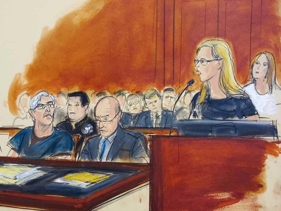 Jeffrey Epstein, längst till vänster, vid en rättsförhandling i juli, då kvinnor vittnade om övergrepp han begått.