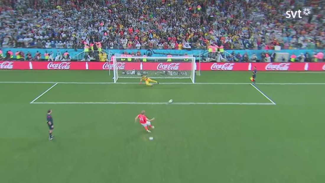 MÅL! Dirk Kuyt Lurar ner Romero och rullar in bollen.