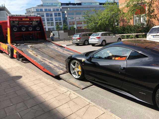 En Ferrari som utmättes i Stockholm i somras.