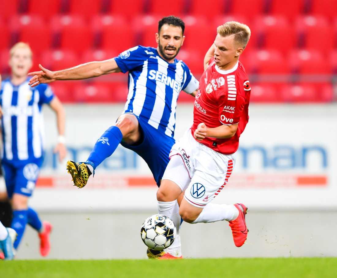 André Calisir, till vänster, är den senaste i IFK Göteborgs A-lag att testas positivt för covid-19. Arkivbild.