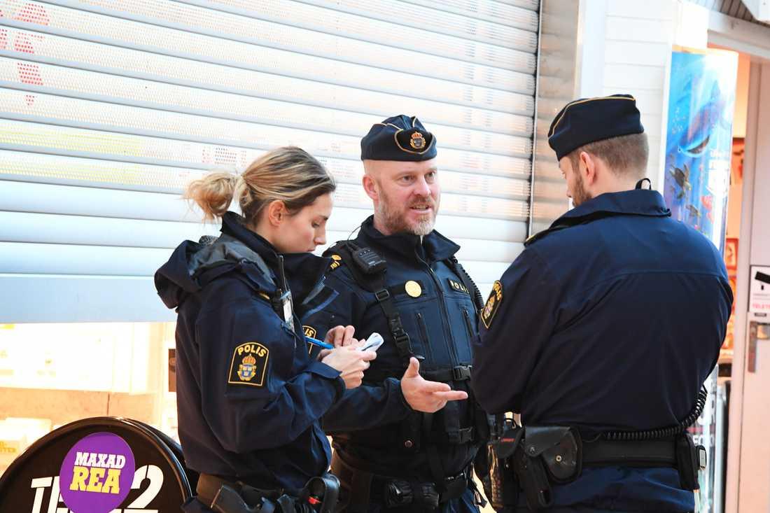 Polisen på plats i Bålsta.