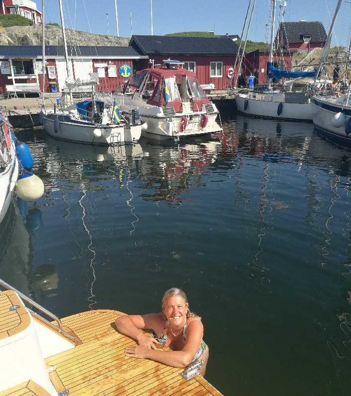 Lotti Ågren, 47, badar på Vinga.