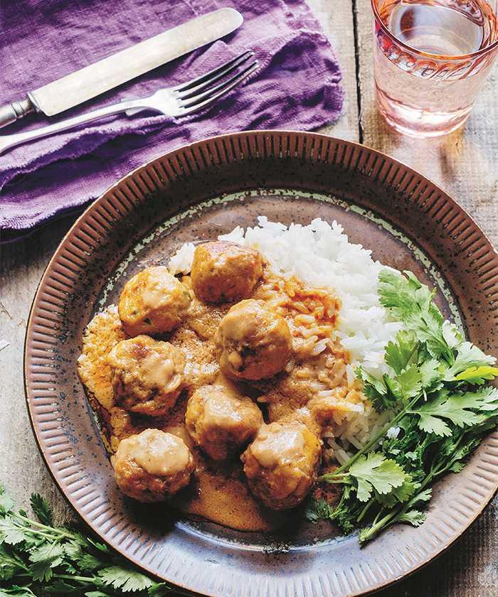 Panang loog chin nua – thai-köttbullar i jordnötssås.