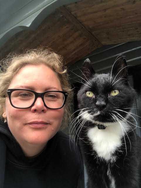 Pernilla och Musse tar en selfie.