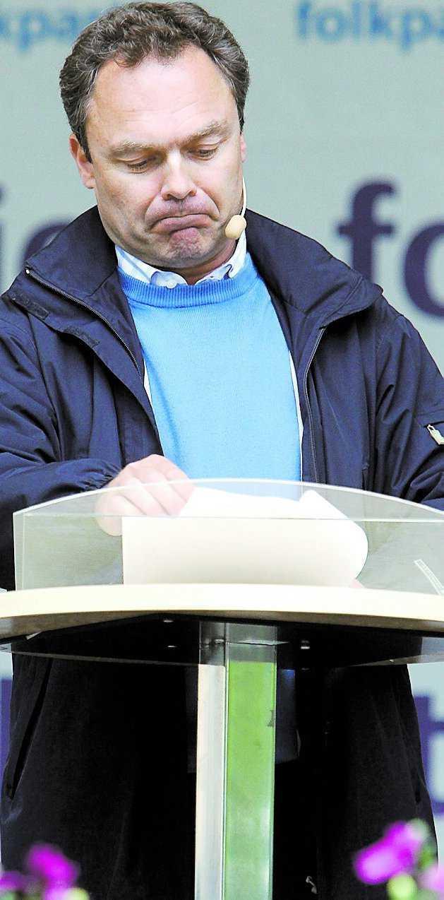 Folkpartiets problem Partiledaren Jan Björklund har det inte lätt nu. Missnöjet gror och nu måste han försöka hela partiet.