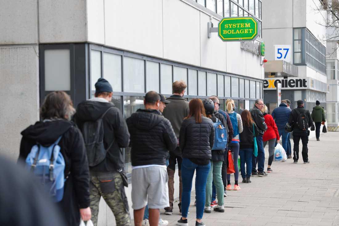Pandemin och restriktioner för resor och restauranger lyfter Systembolagets försäljning. Arkivbild