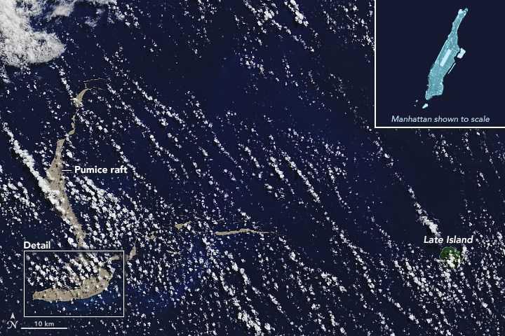 Den här satellitbilden från den 13 augusti 2019 visar stenblocket som är lika stort som Manhattan.