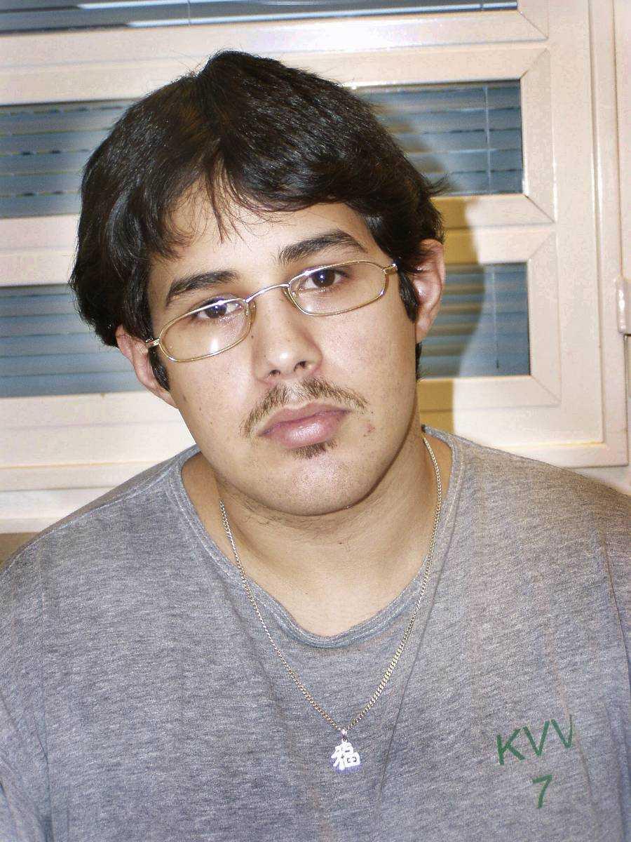 Jon Abbas. Tog sin 15-åriga exflickvän gisslan i en lägenhet i Malmö. Höll henne kvar under hot under flera timmar innan han ‧dödade henne med ett knivhugg mot hjärtat.  Dömd 2004