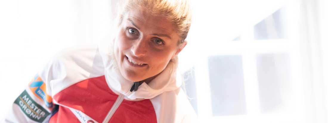 Therese Johaug vann alla distanslopp utom ett i världscupen förra säsongen – och tog dessutom tre VM-guld i Seefeld.