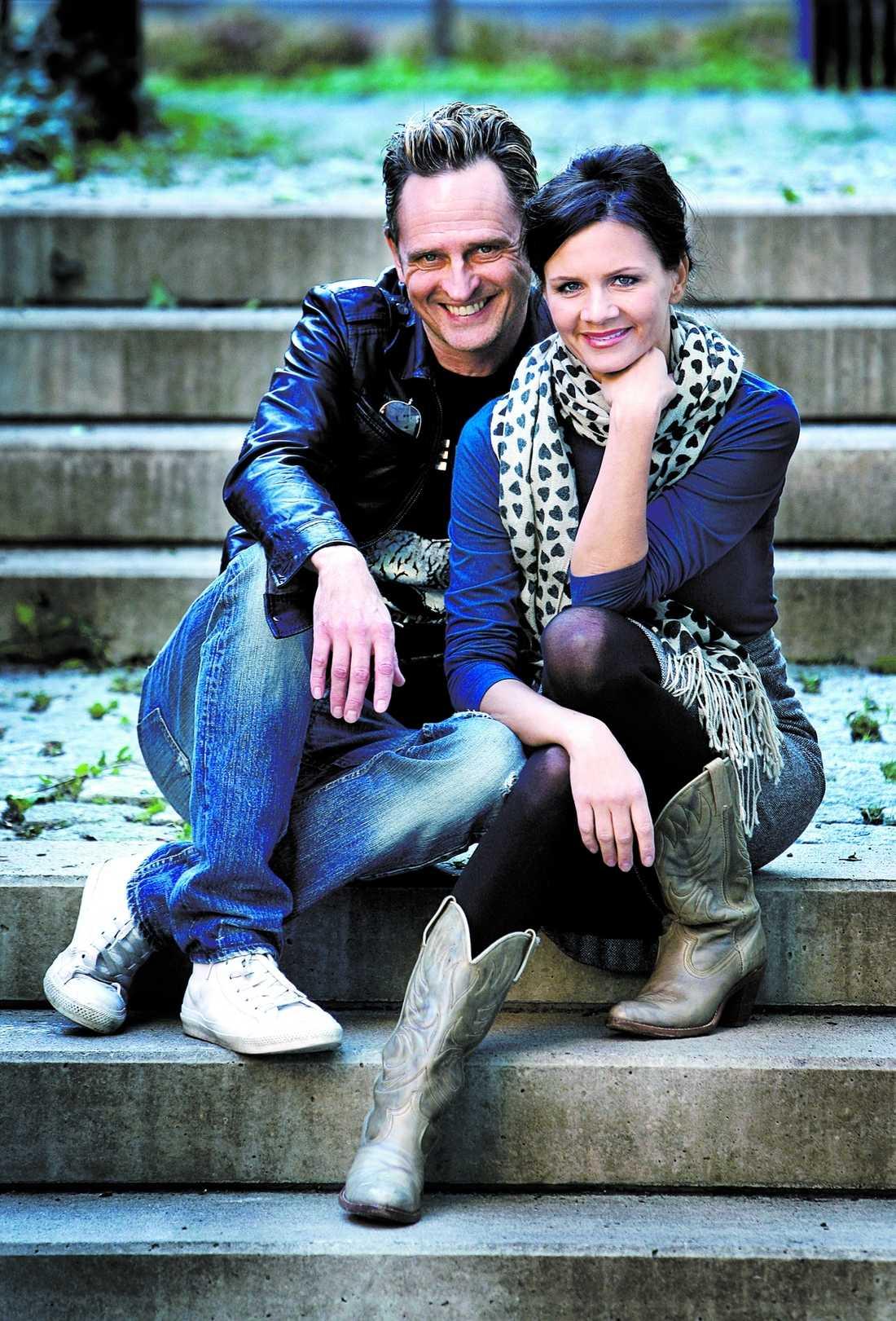 Lena Philipssons och Orups stöldturné genom pophistorien är smart och maffig, tycker Larsson.