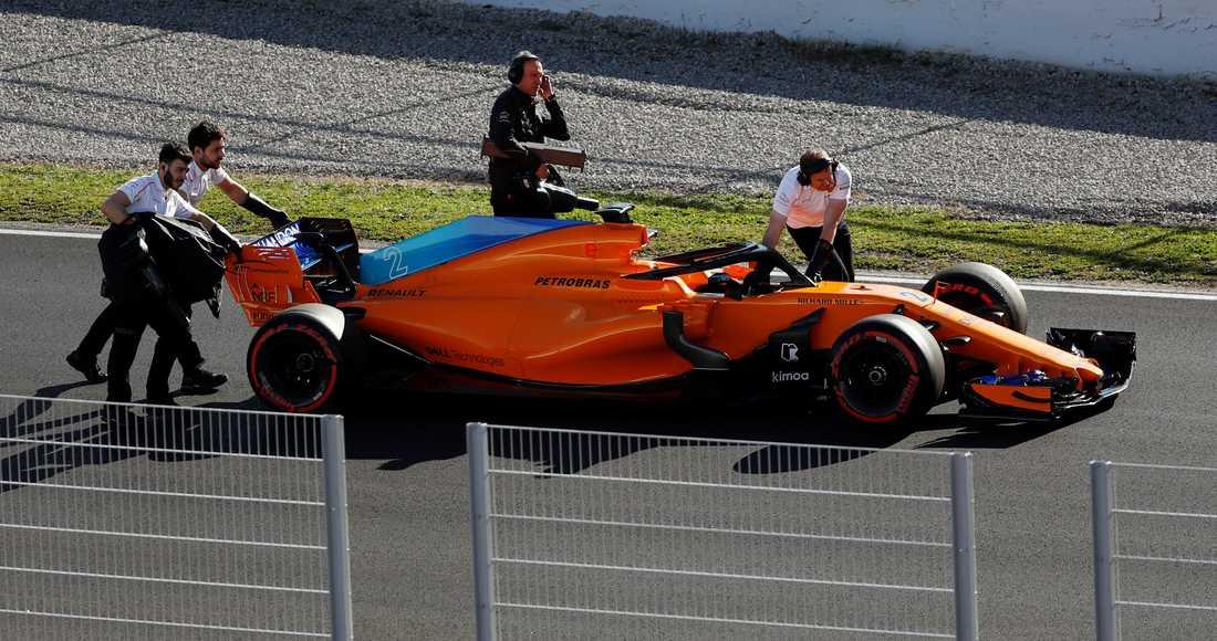 Honda har lämnat McLaren, men problemen fortsätter. Stoffel Vandoorne orsakade två röda flaggor. Det krävs en bil som håller in i mål, annars blir det inga poäng.