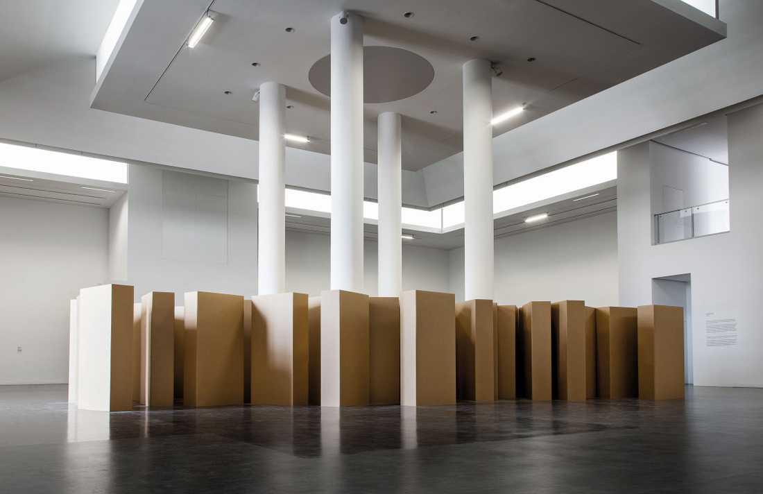 "Gustav Metzger,  ""In Memoriam"", 2006,  pappkartong."