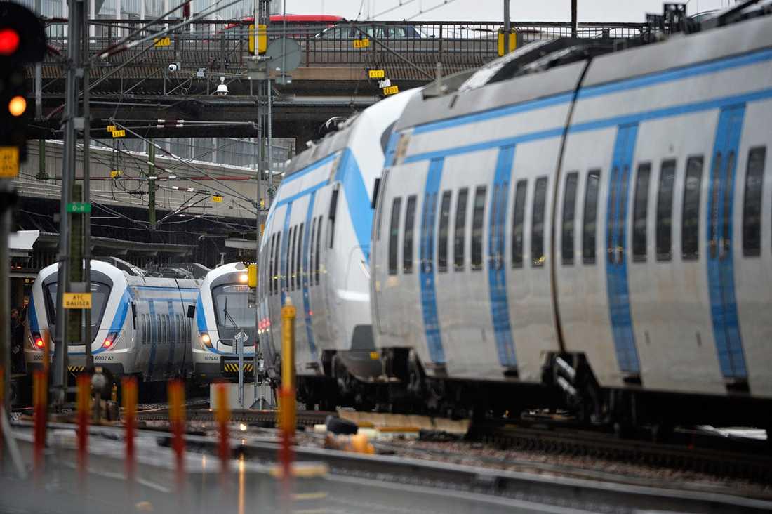 Serviceföretaget Stockholmståg, som på uppdrag av SL ansvarar för pendeltågstrafiken i huvudstaden, bekräftar att han varit anställd av dem.