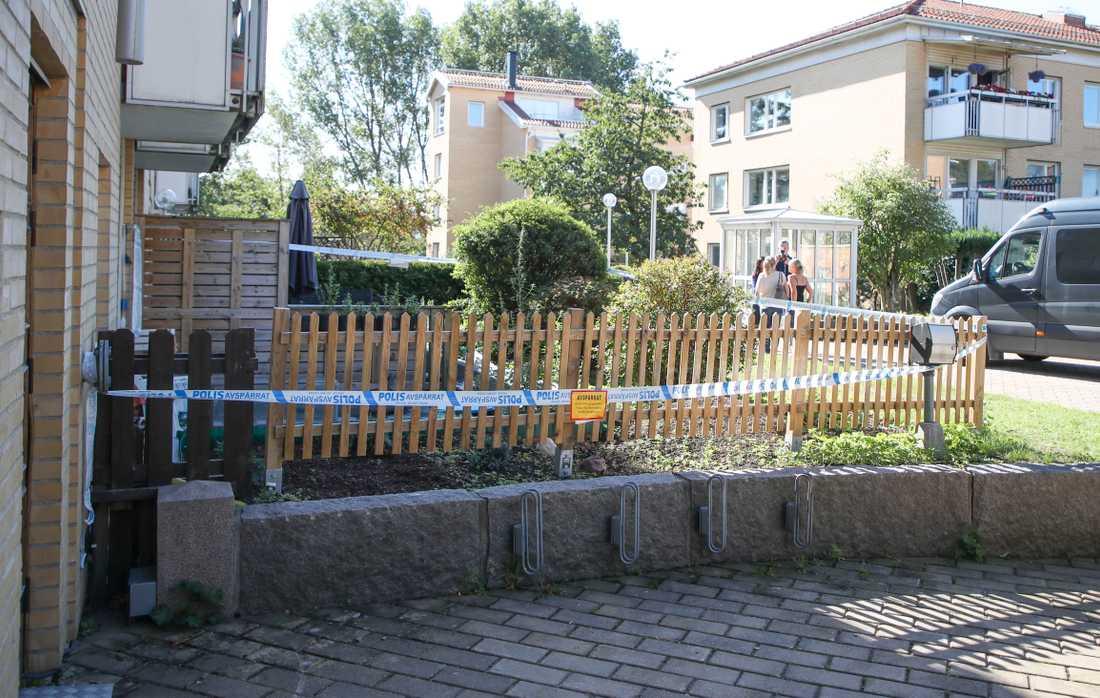 Tre personer har hittats döda i en lägenhet i Göteborg.
