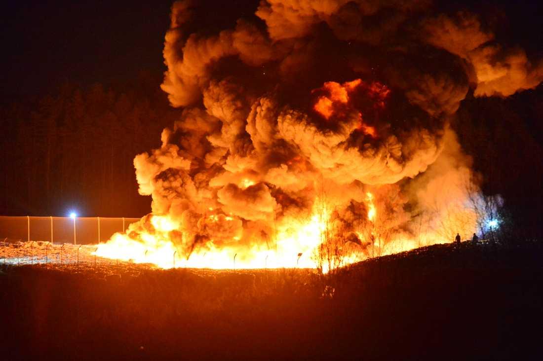 Avfallsanläggning i Norrköping brinner kraftigt.