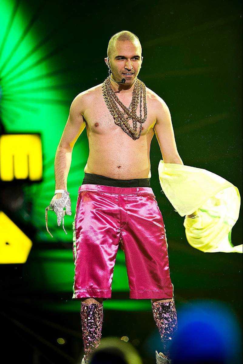 Banans supershow innehåller mycket – bland annat 25 klädbyten och konfettibomber