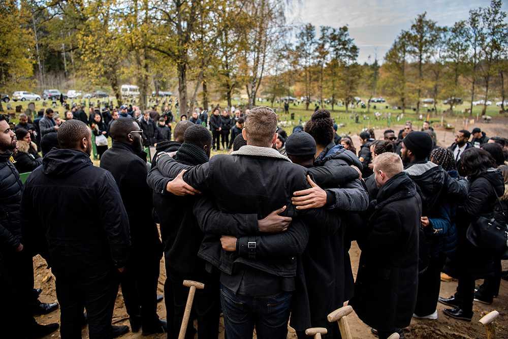 Hundratals kom till Shayan Gaffs begravning.