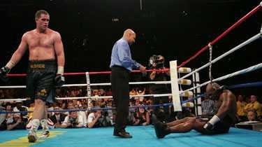 DET ÄR ÖVER NU En era har gått i graven. Mike Tyson förlorade fajten mot Kevin McBride i morse – och meddelade därefter att han lägger handskarna på hyllan.