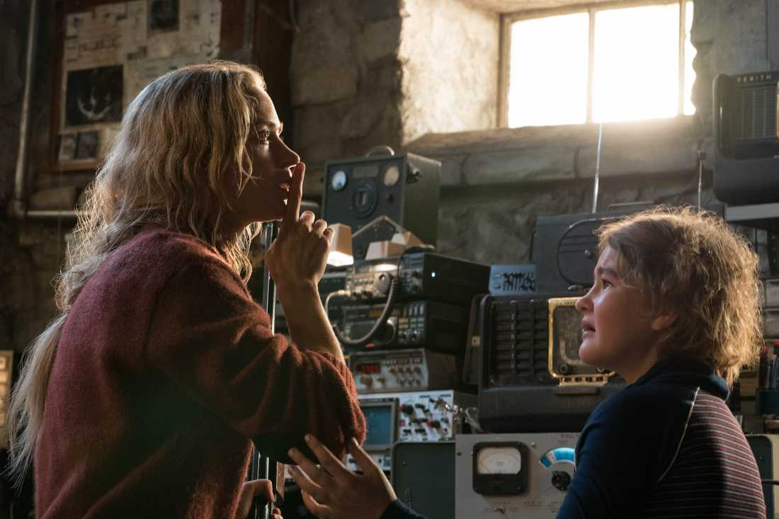 "Emily Blunt hyssjar barnen i ""A quiet place""."