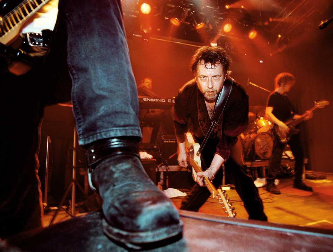Lundell rockar vidare Ulf Lundell under en spelning på Gino i Stockholm i oktober 1996.