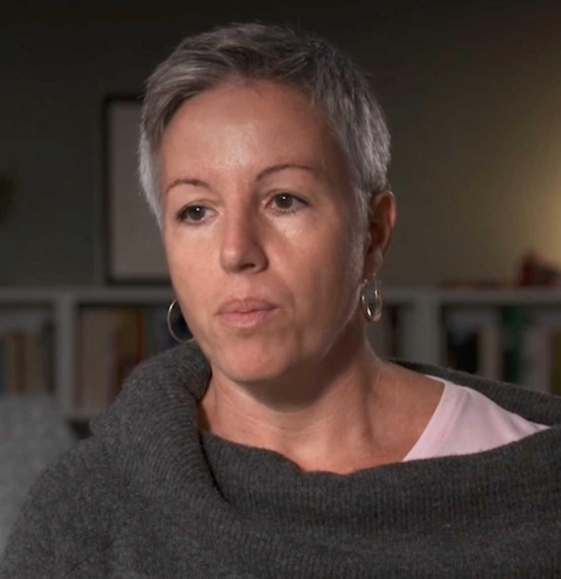 – Polisen som ringde sa att han hade fått en kniv i hjärtat, berättar Petters mamma Elena.