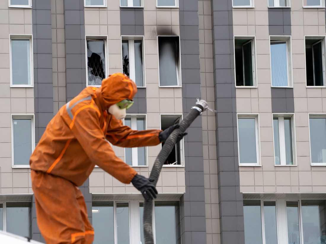 Branden på sjukhuset i ryska S:t Petersburg misstänks ha startat i en överhettad respirator.