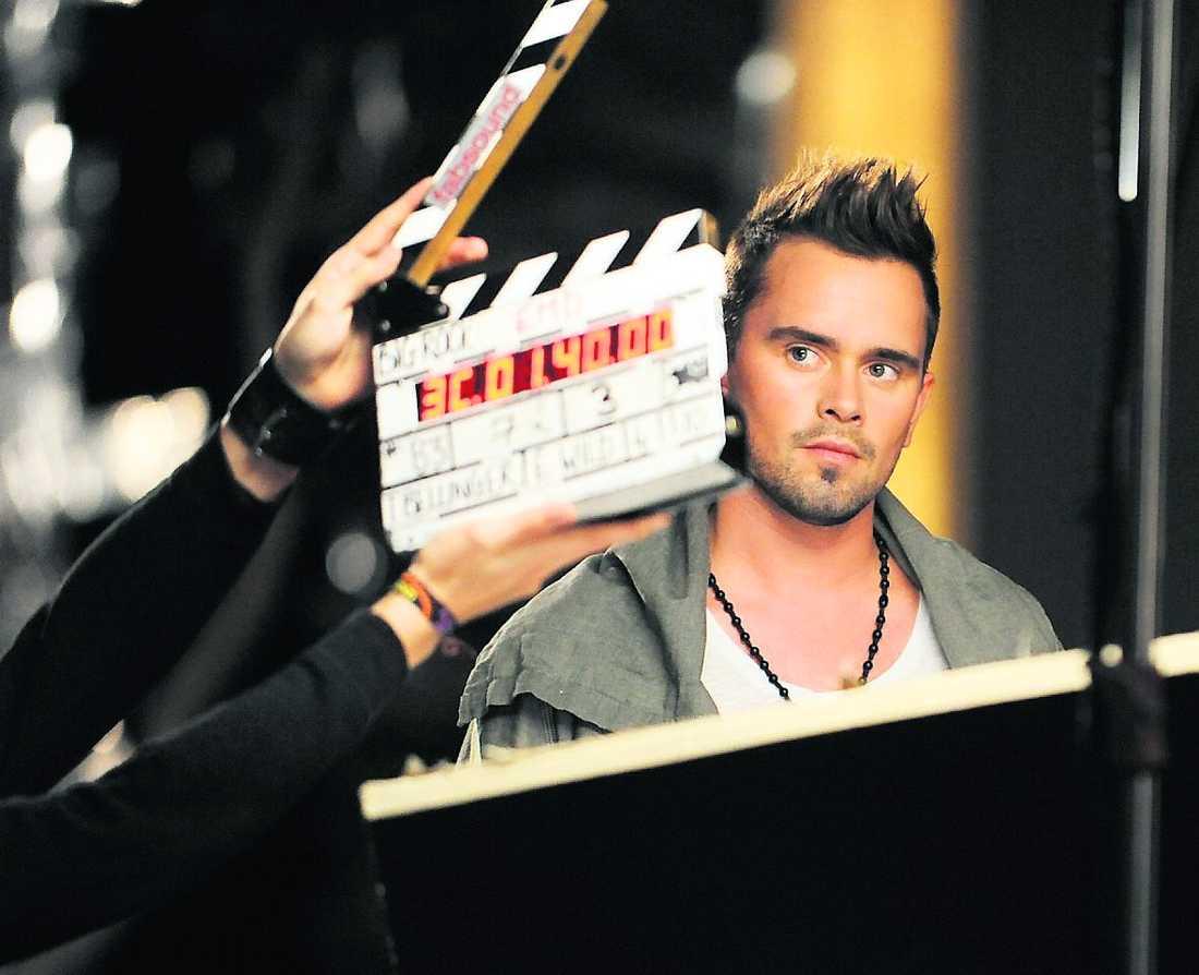 Under inspelningen av låten fick det känna på att vara riktiga storstjärnor med ett filmteam ...