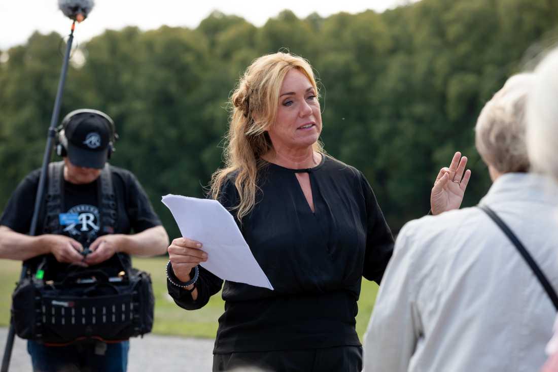 """Anne Lundberg under inspelning av nya """"Antikrundan""""."""