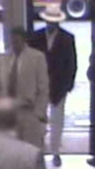 """En övervakningsbild som visar den misstänkte """"King of Diamonds"""". Bilden är tagen i Panama."""