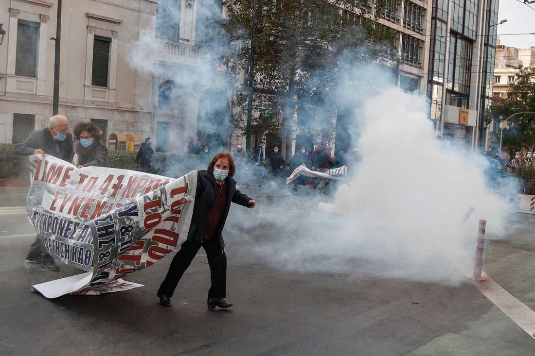Greklands regering kräver att polisen polisen inte avfyrar så mycket tårgas. Arkivbild
