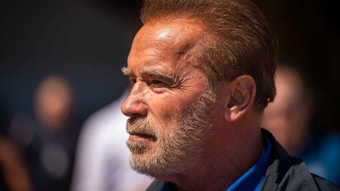 Arnold Schwarzenegger hör till de kändisar som tvingats lämna sina hem.