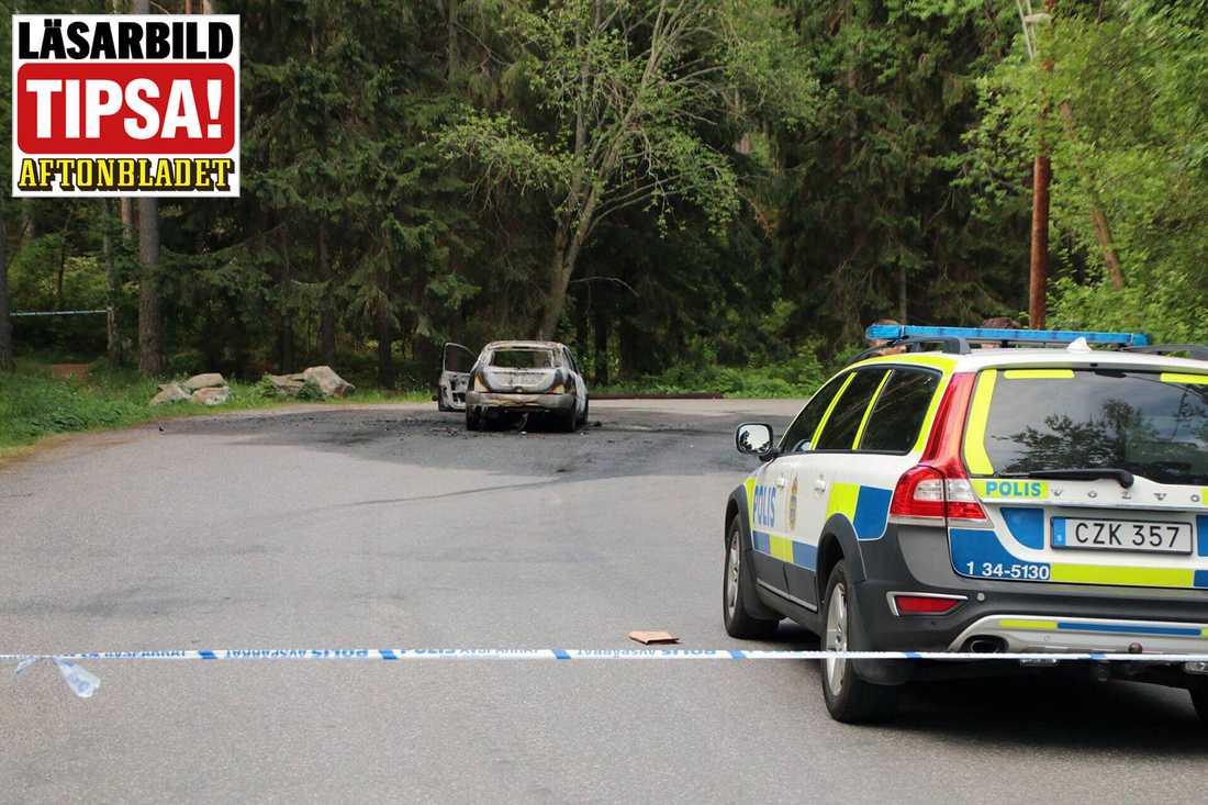 En utbränd bil hittades i området kort efter dödsskjutningen.