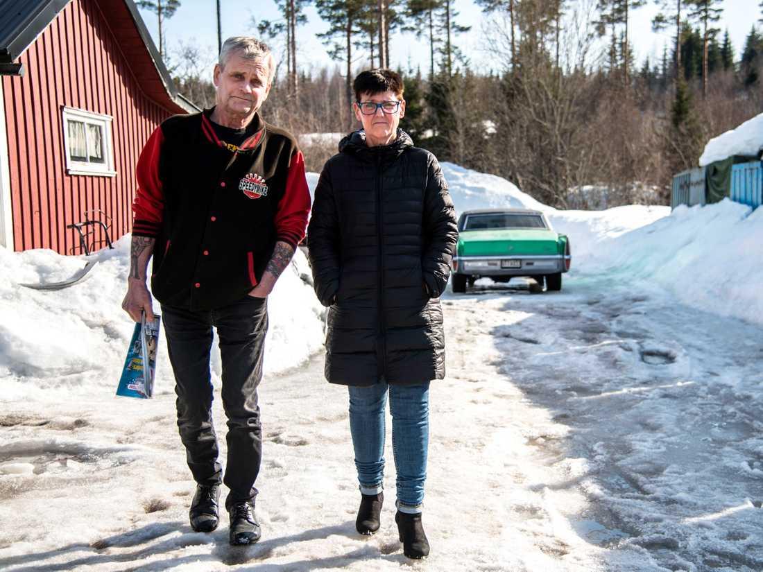 Enar fick ta hjälp av sin fru Laila Rönnqvist för att hålla kontakt med vården.