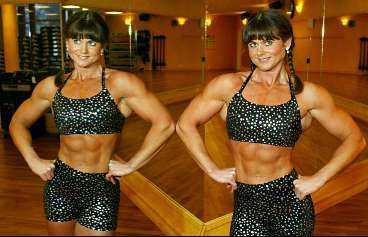 Namn: Åsa Lötbom. Ålder: 34. Bor: Märsta. Familj: Sambo. Tjänar: För lite. Arbetar med: Smyckesdesign och som personlig tränare. Viktklass: Mellanvikt, 57 kilo. Meriter: Brons på SM i bodybuilding