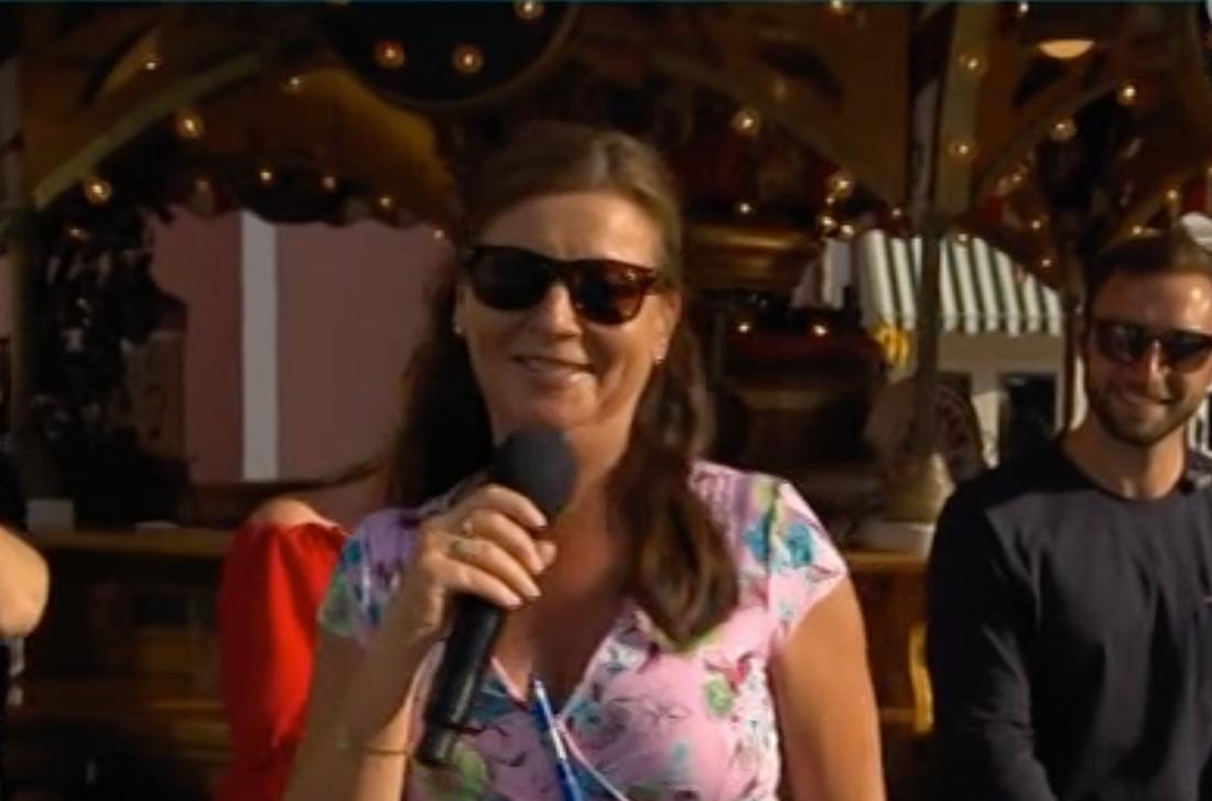 Lotta Engberg tvingas bära glasögon för första gången i programmets historia.