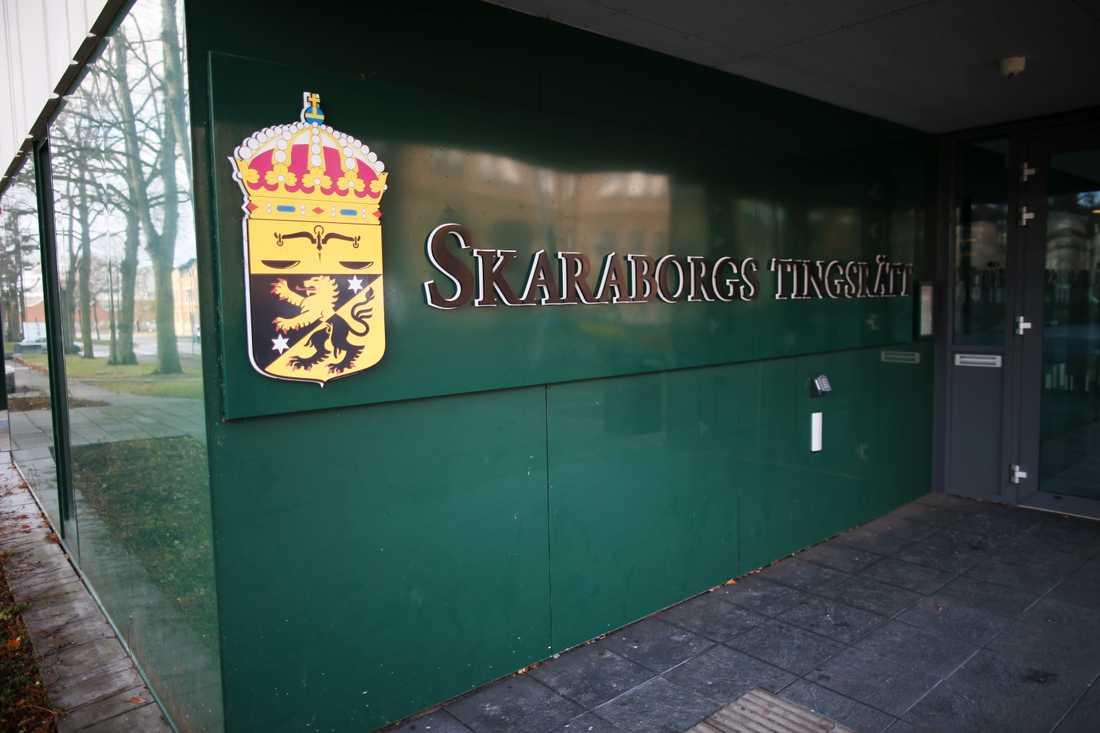 En man åtalas vid Skaraborgs tingsrätt för att ha misshandlat en treårig pojke till döds. Arkivbild.