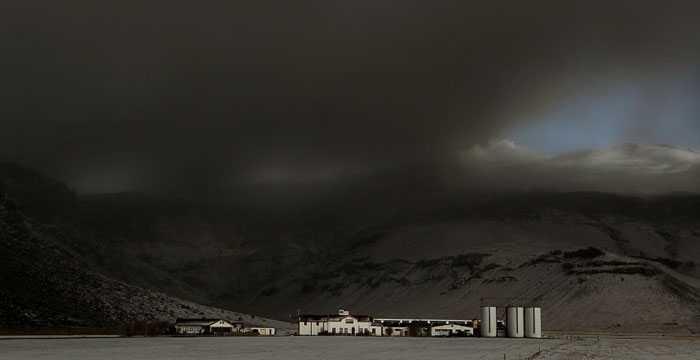 Askmolnen hänger tunga över Island och de isländska bönderna, framförallt.