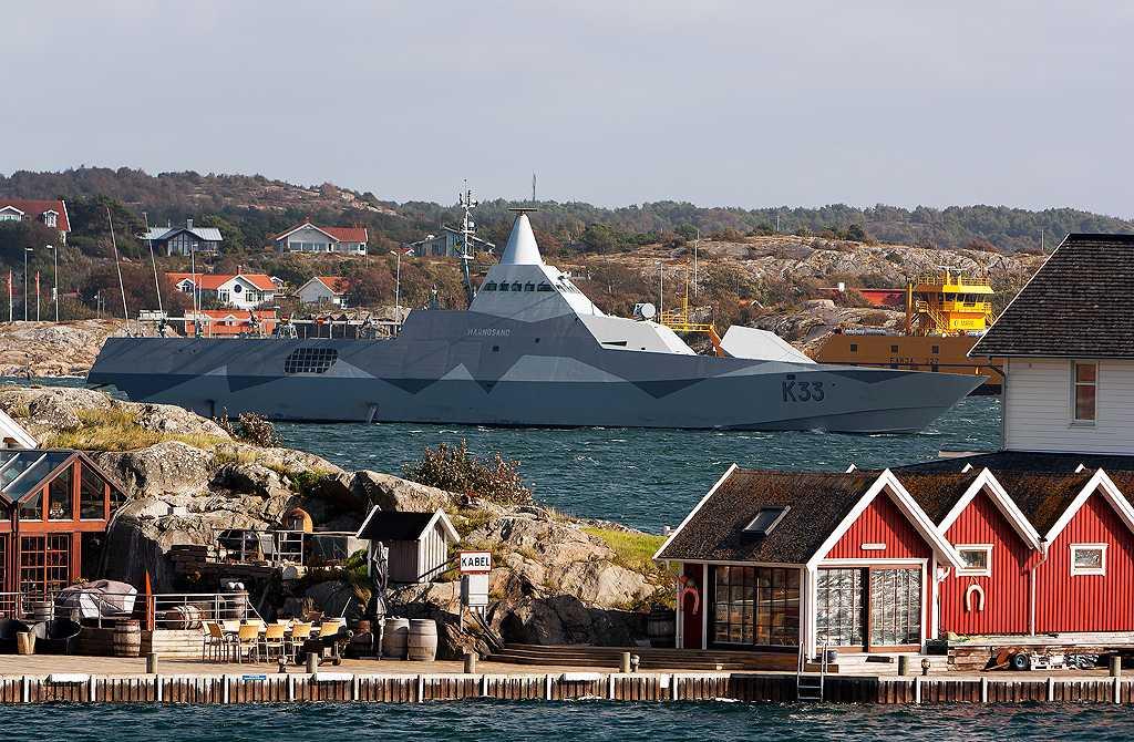 Försvarets HMS Härnösand anländer till Göteborg.