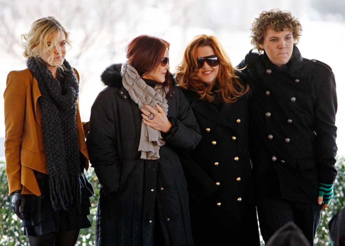 Riley Keough, Priscilla Presley, Lisa Marie Presley och Benjamin Keough.
