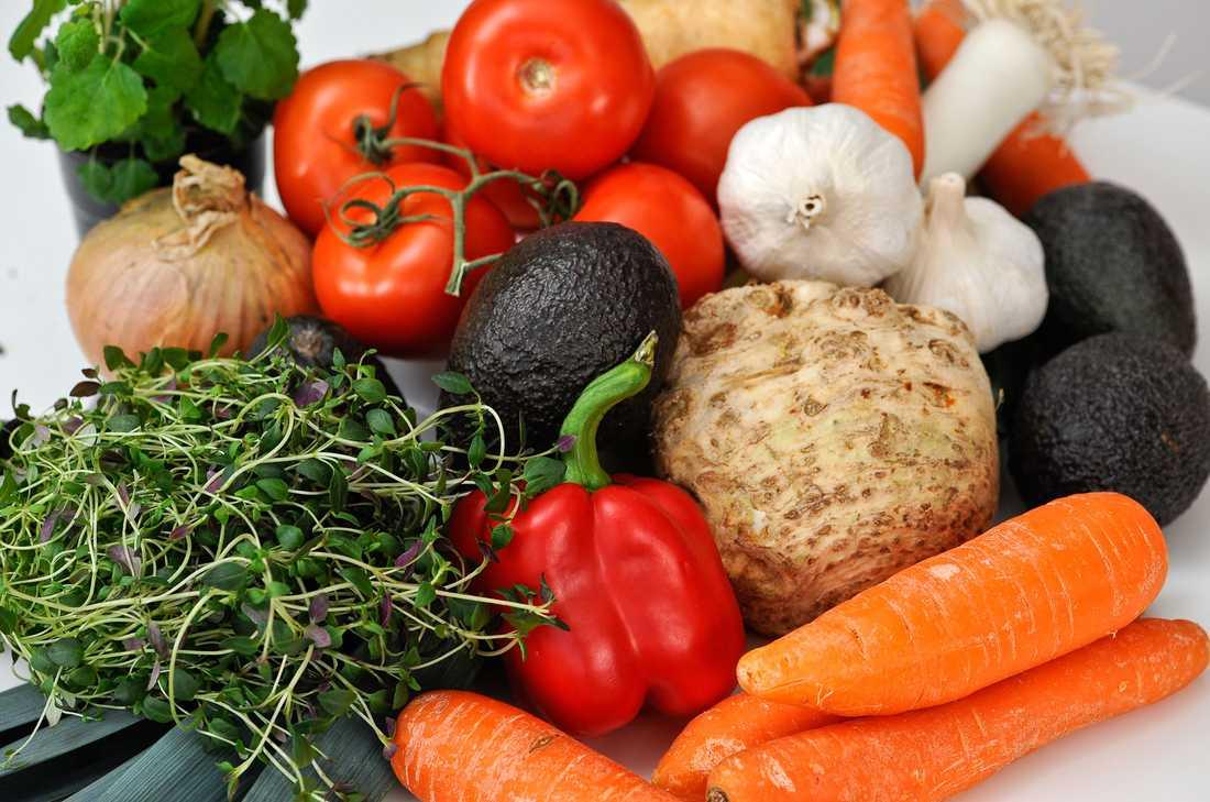 ÄT MER AV: Grönsaker som rotfrukter och tomater.