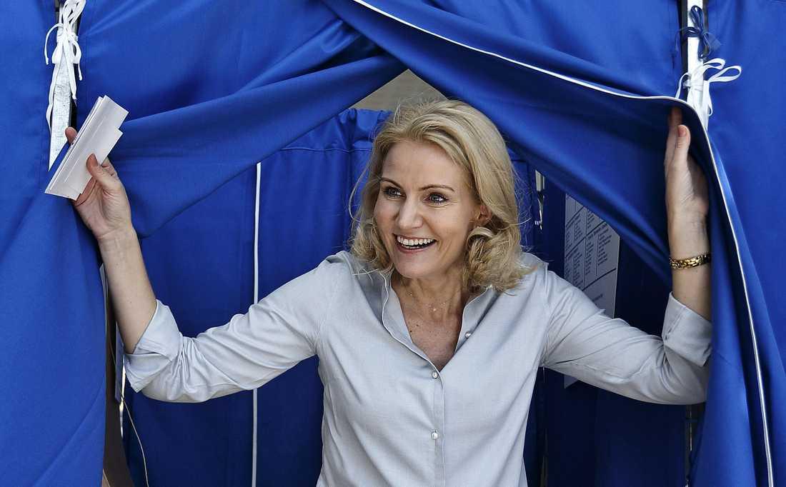 Danmarks statsminister Helle Thorning-Schmidt röstar i Köpenhamn.