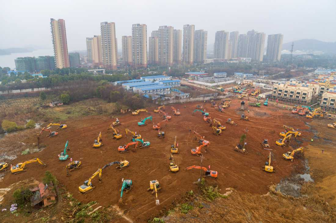 I Wuhan håller man på att få klart 1000 nya vårdplatser.